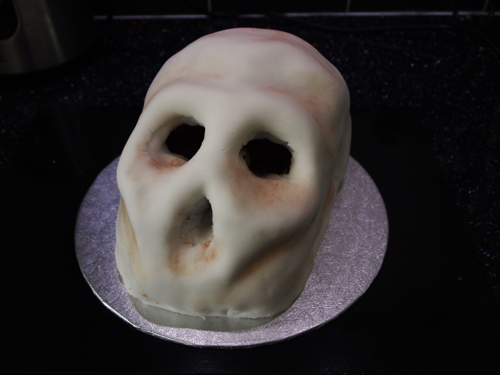How to make a skull cake