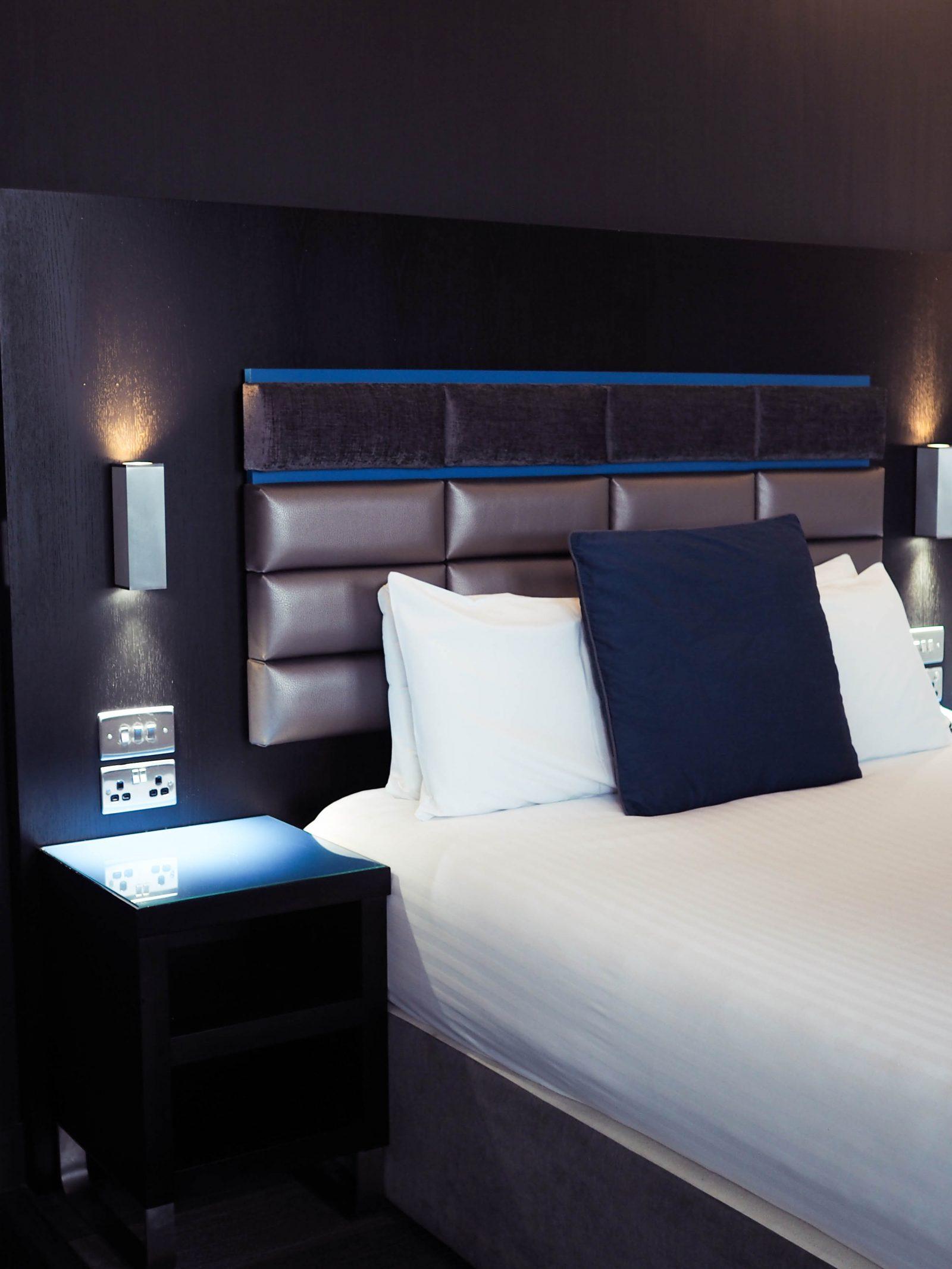 Roomzzz Aparthotel Chester review | rhianna Olivia