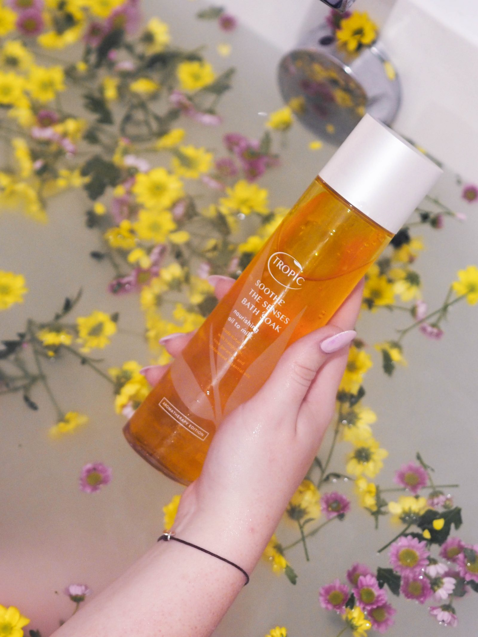 Upping my bath game with Tropic Skincare Bath Soaks | rhianna olivia